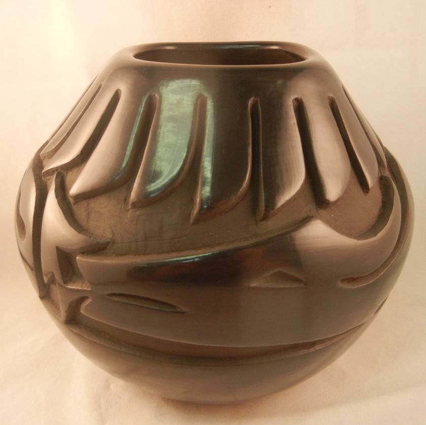 Santa Clara Black Polished and Etched Jar by Glenda Naranjo