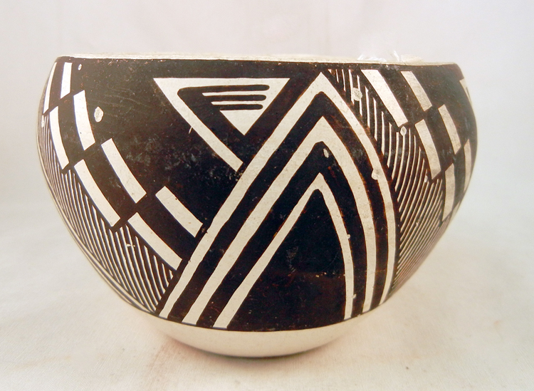 Acoma CA 1960's Jessie Garcia Black and White Bowl