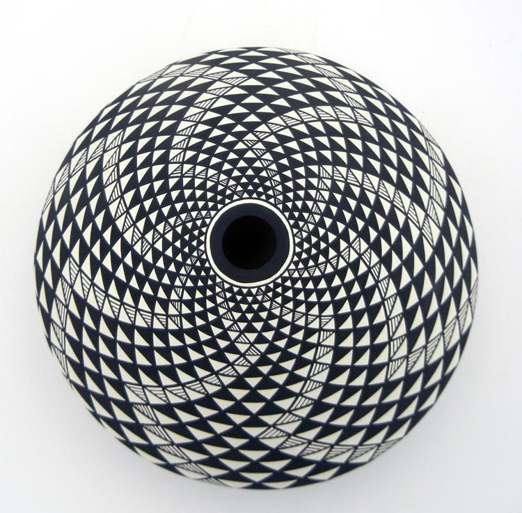 Laguna black and white eye dazzler seed pot by Robert Kasero