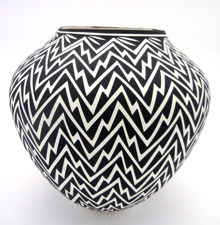 Black and white lightning design pot by Acoma potter Kathy Victorino