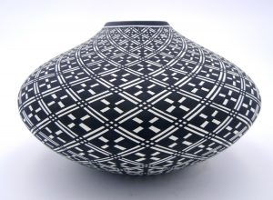 Acoma Paula Estevan black and white eye dazzler seed pot