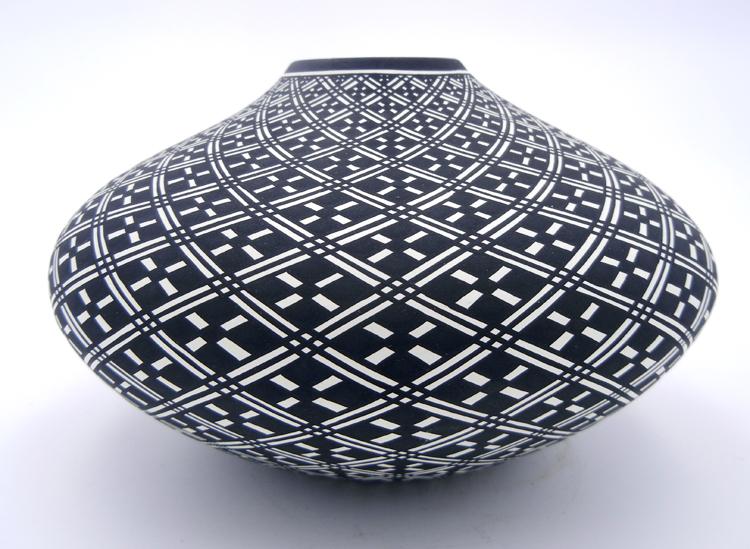 Acoma Paula Estevan black and white eye dazzler seed pot