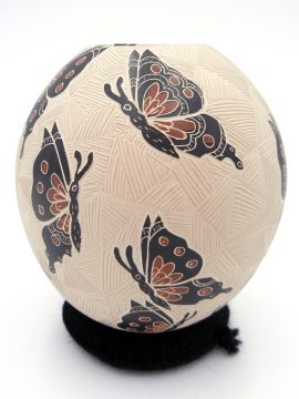 Mata Ortiz Leticia Ledezma Loya Buff Etched and Painted Butterfly Jar