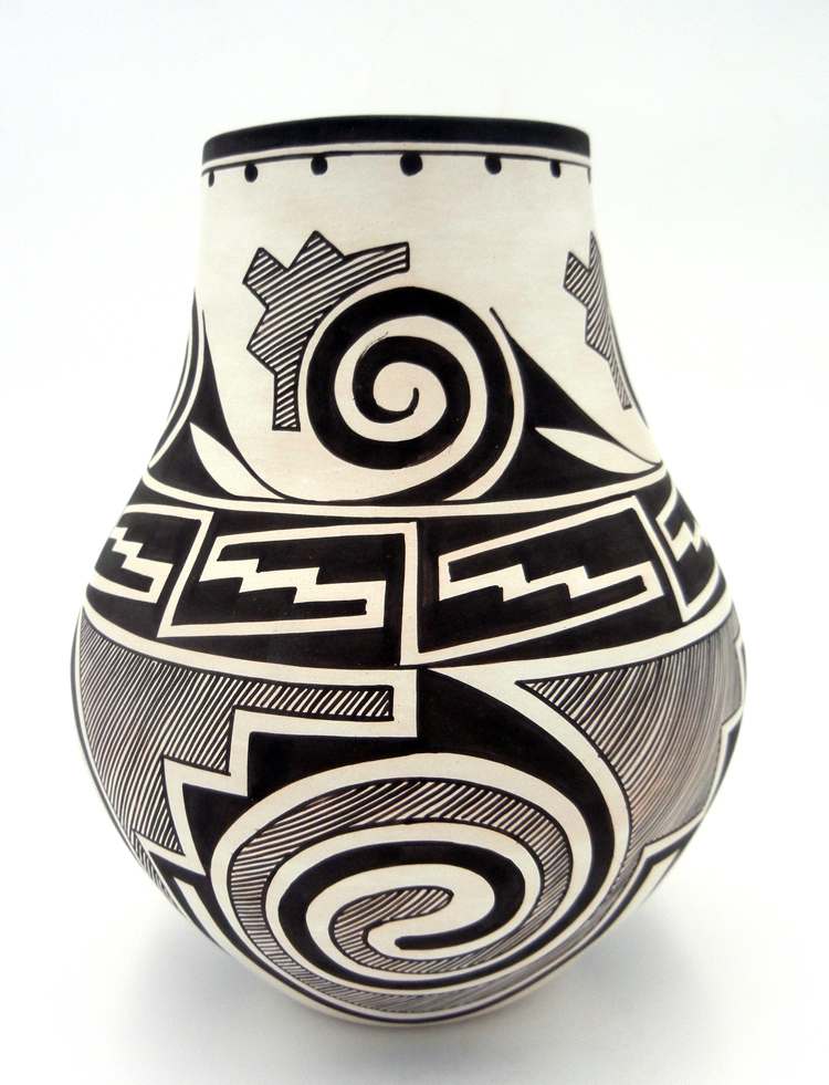 Laguna Myron Sarracino Black and White Tularosa Pattern Vase