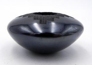 Mata Ortiz small black etched and polished seed pot