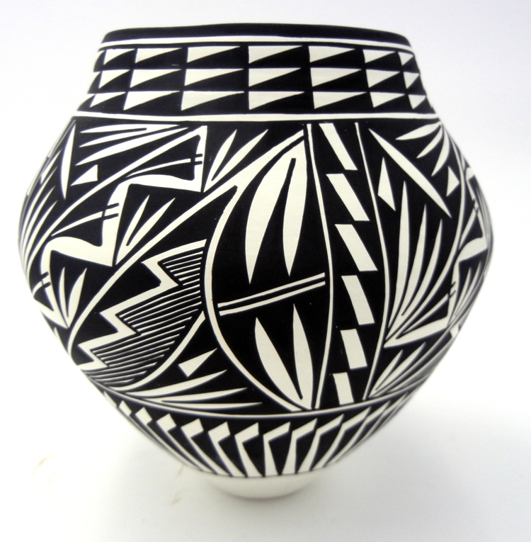 Acoma traditional black and white jar by Kathy Victorino