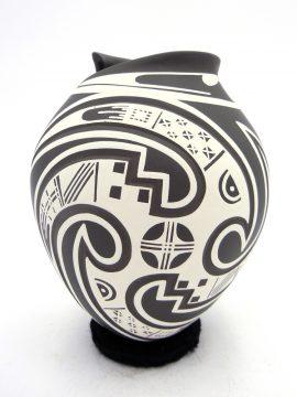 Mata Ortiz Lazaro Ozuna Silveira Black and White Painted Bird Design Vase
