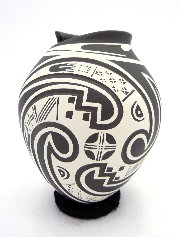 Mata Ortiz Lazaro Ozuna Silveira Black and White Painted Bird Design Vase