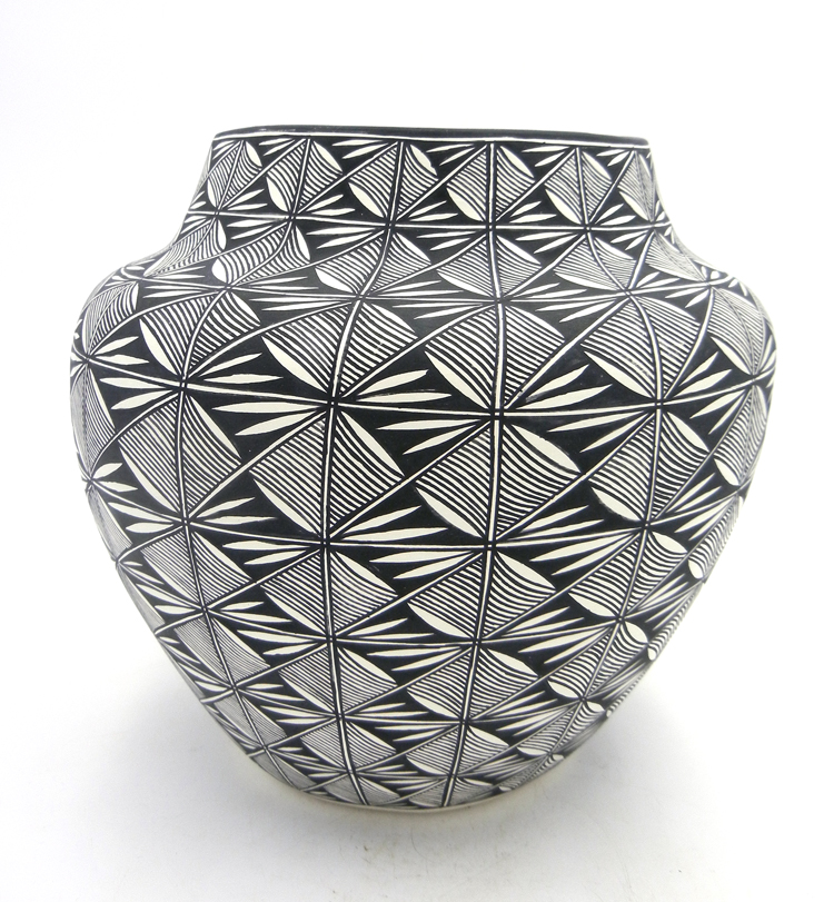 Acoma handmade and hand painted black and white fine line design jar by Sharon Stevens