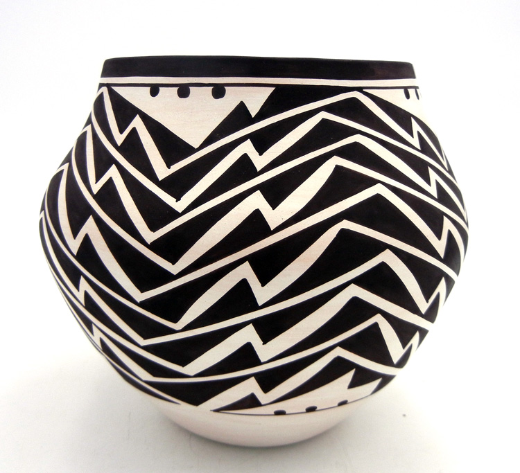 Laguna Myron Sarracino Black and White Lightning Pattern Jar