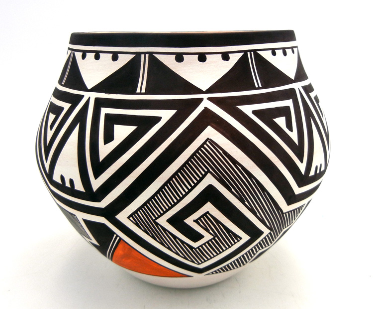 Laguna Myron Sarracino Handmade and Hand Painted Tularosa Design Jar