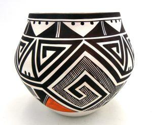 Laguna Myron Sarracino Handmade and Hand Painted Tularosa Design Jar