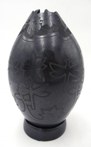 Mata Ortiz black etched vase with handmade clay base by Ocatvio Silviera