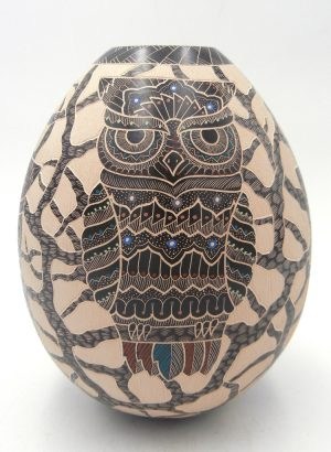 Mata Ortiz polychrome etched and painted owl vase by Heri Mora