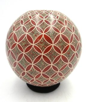 Mata Ortiz polychrome etched and polished jar by Leonel Lopez Saenz