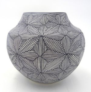 Acoma handmade and hand painted fineline starburst design small jar by Sharon Stevens
