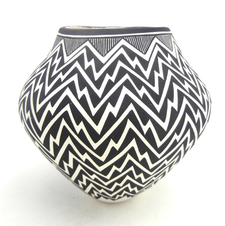 Acoma handmade and hand painted black and white lightning pattern jar by Kathy Victorino