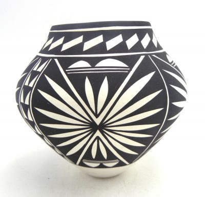Acoma handmade and hand painted black and white sunburst and weather pattern jar by Kathy Victorino