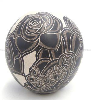 Mata Ortiz handmade and hand painted buff and black rose design jar