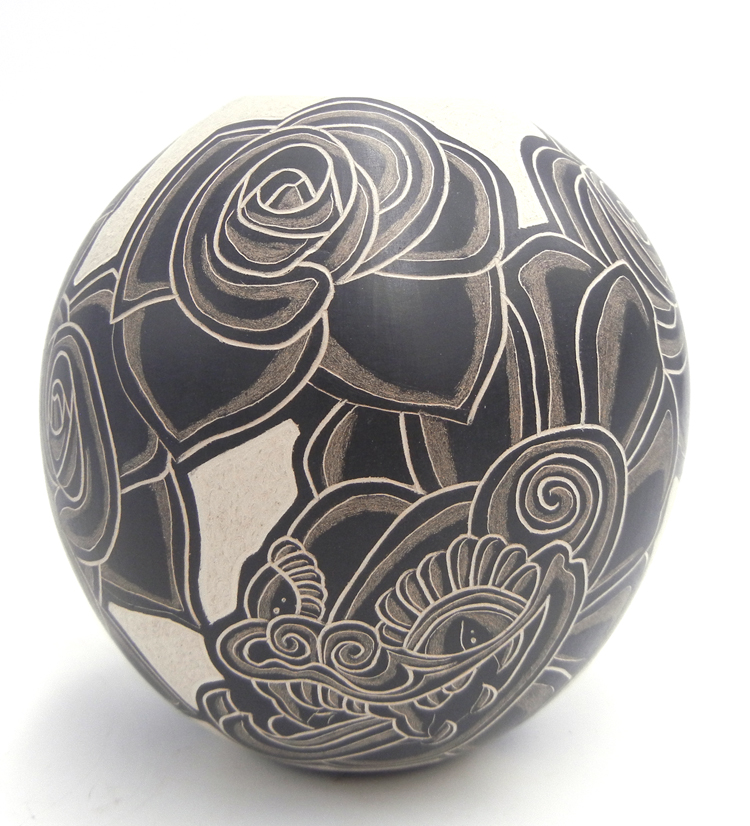 Mata Ortiz handmade and hand painted buff and black rose design jar