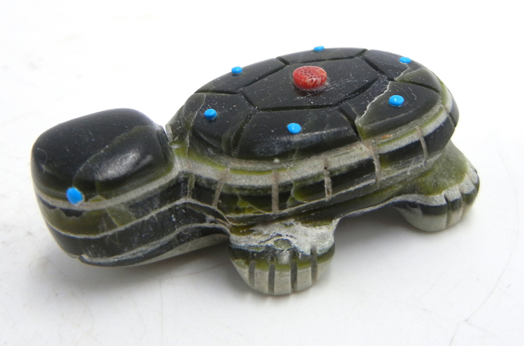 Zuni carved stone ricolite turtle fetish by Emery Boone
