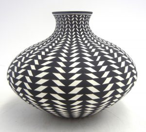 Acoma handmade and hand painted small black and white eyedazzler design jar by Paula Estevan