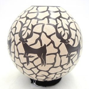 Mata Ortiz handmade etched and painted deer jar by Leonel Lopez Saenz