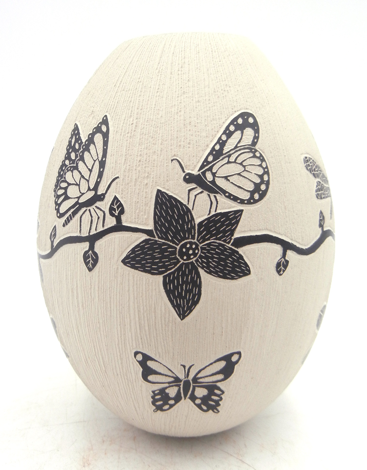 Mata Ortiz etched black and white butterfly, flower, and dragonfly vase by Mariela Tena Hernandez