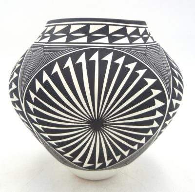 Acoma black and white handmade and hand painted starburst design jar by Kathy Victorino