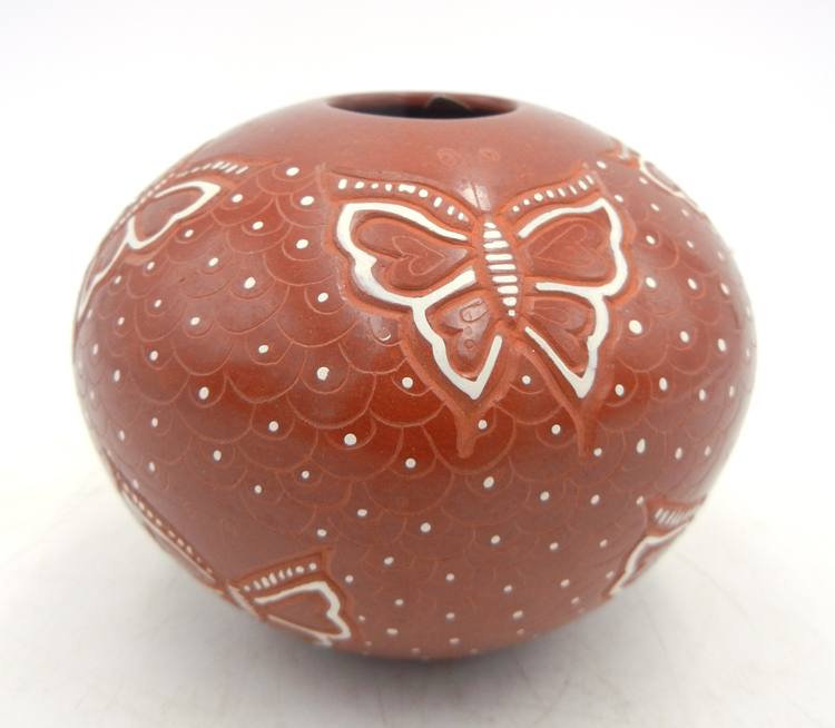 Mata Ortiz red polished and etched butterfly and scallop design seed pot by Avelina Corona