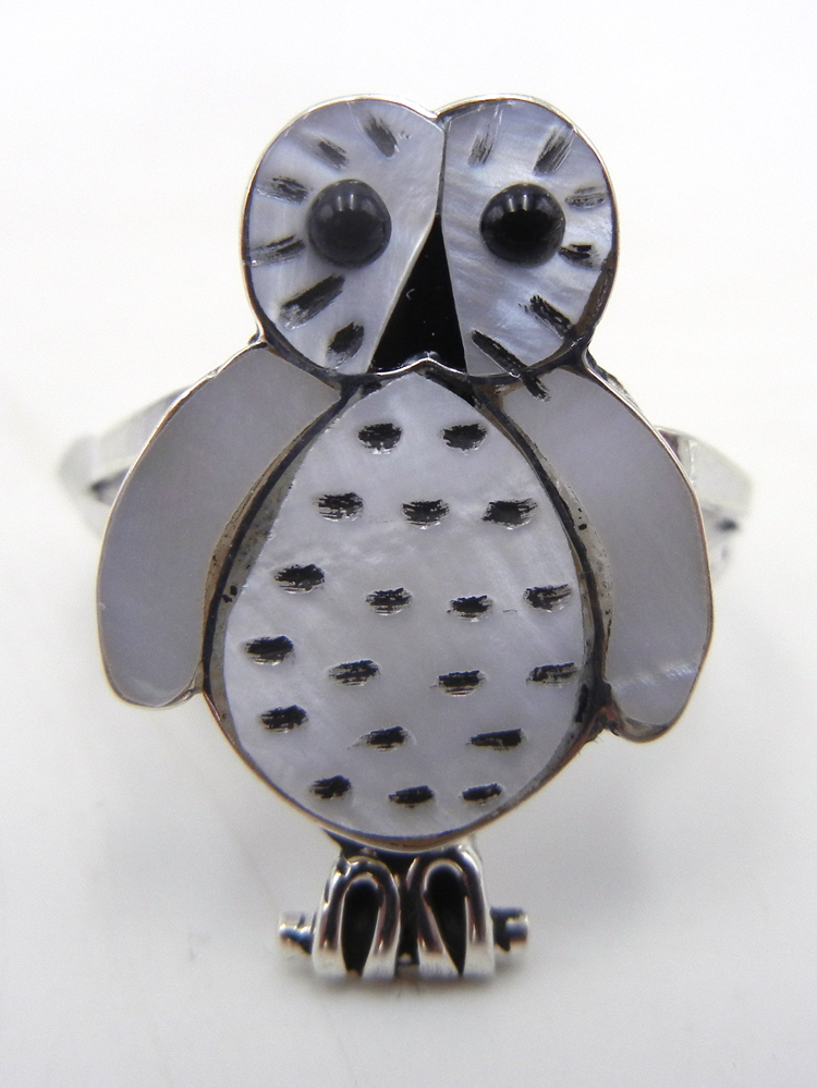 Zuni white mother of pearl, jet, and sterling silver inlay owl ring