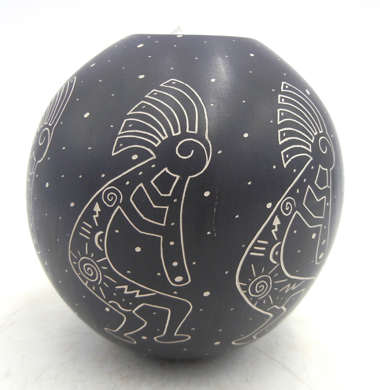 Mata Ortiz small black and white etched kokopelli jar by Cecy Bugarini
