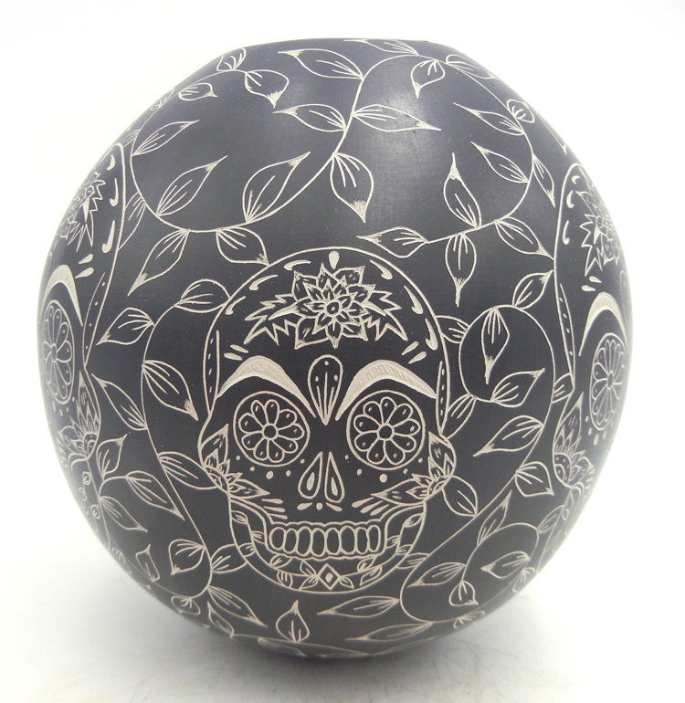 Mata Ortiz black and white etched skull and vine jar by Cecy Bugarini
