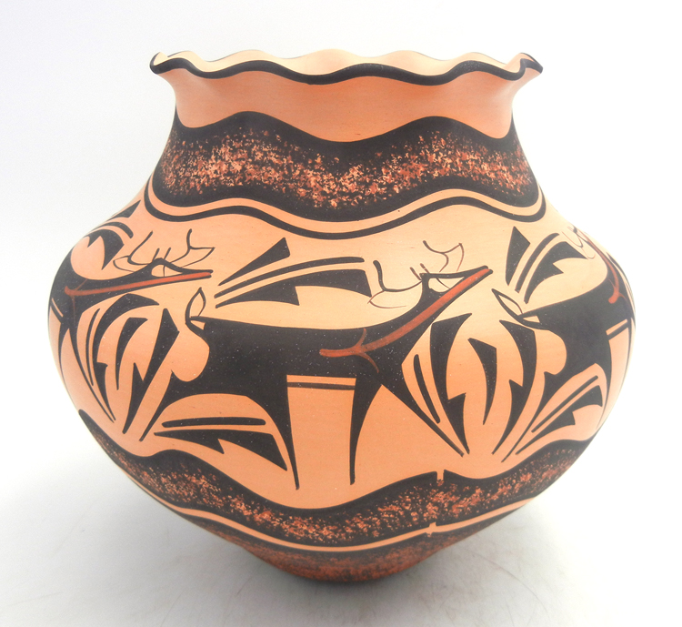 Zuni deer with heartline jar with scalloped rim by Anderson Peynetsa