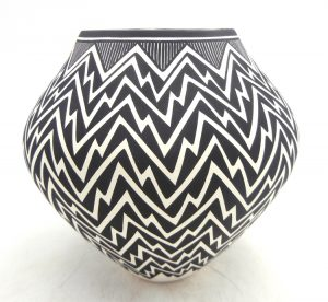 Acoma handmade and hand painted lightning pattern jar by Kathy Victorino
