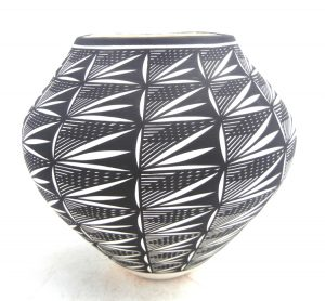 Acoma handmade and hand painted black and white hatching pattern and fine line jar by Kathy Victorino